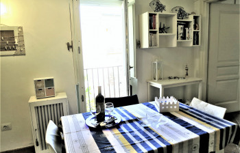 010-kitchen-table