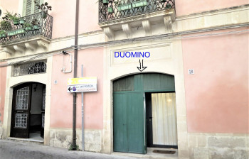 12 Duomino - entrance from the street level
