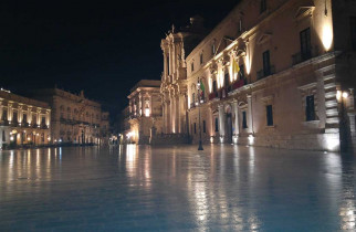 Piazza-Duomo-by-night
